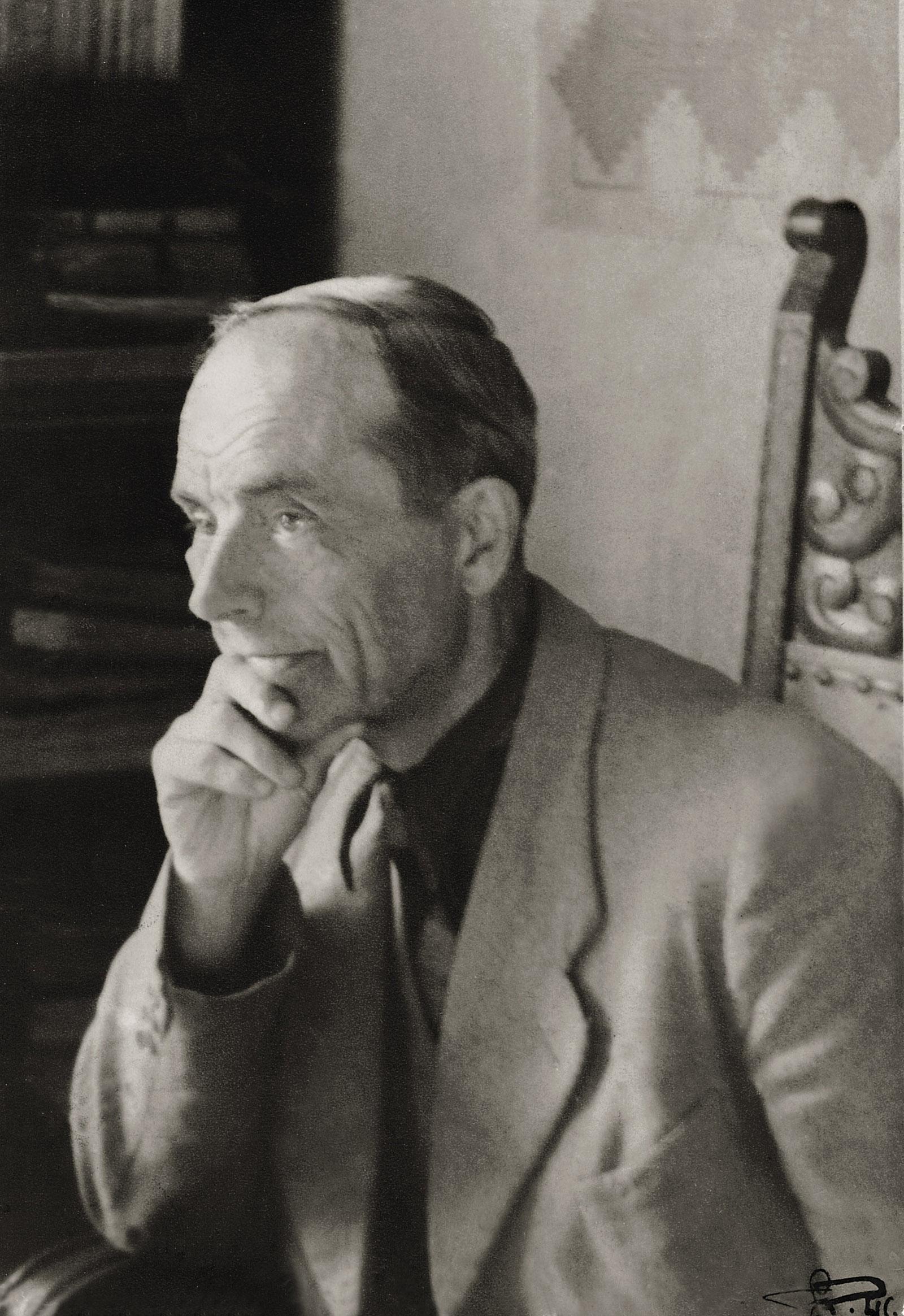 Wacław Szpakowski w mieszkaniu przy ul. Widok 2/4 we Wrocławiu, 1948, fot. Andrzej Wierzchowiecki, własność rodziny (źródło: materiały prasowe organizatora)