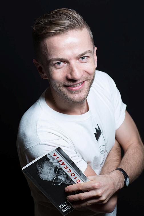"""Julian Potrzebny - reżyser """"Egzaminów"""" (źródło: materiały prasowe)"""