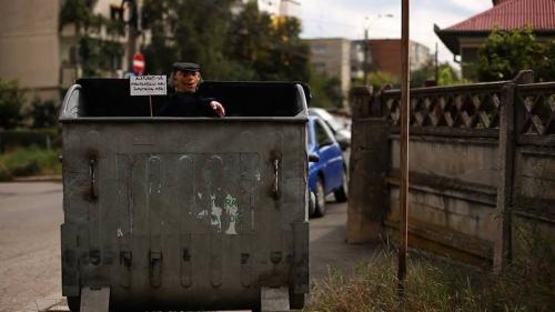 """Ciprian Mureşan, """"I'm protesting against myself"""", 2011, Dzięki uprzejmości artysty i Galerii Plan B Cluj, Berlin (źródło: materiały prasowe organizatora)"""