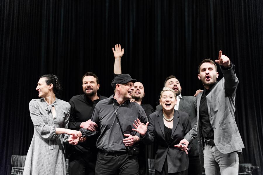 """""""Biała siła, czarna pamięć"""", Teatr Dramatyczny w Białymstoku, fot. Bartek Warzecha (źródło: materiały prasowe organizatora)"""