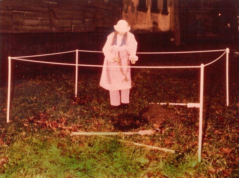 """Maria Pinińska-Bereś, """"Żywy róż"""", 15.11.1981, z Archiwum Galerii Bunkier Sztuki (źródło: materiały prasowe organizatora)"""