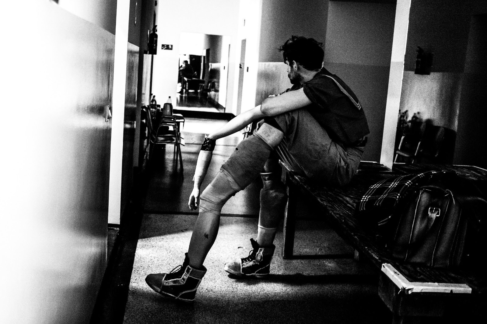 """Fot. Monika Stolarska, Teatr Polski im. H. Konieczki, Bydgoszcz, """"Faust"""" – na zdjęciu Robert Wasiewicz na kilka minut przed wejściem na scenę (źródło: materiały prasowe organizatora)"""