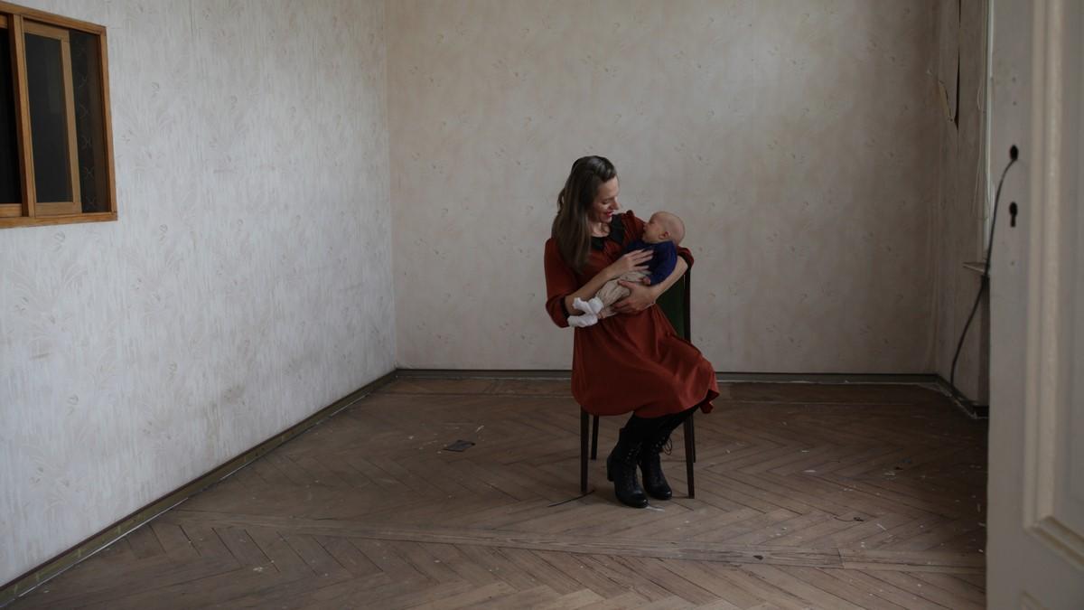 """Katarzyna Swinarska, """"My - Wspólny organizm"""", wideo HD dwukanałowe, 2016-2017, foto: Marta Grabicka (źródło: materiały prasowe organizatora)"""