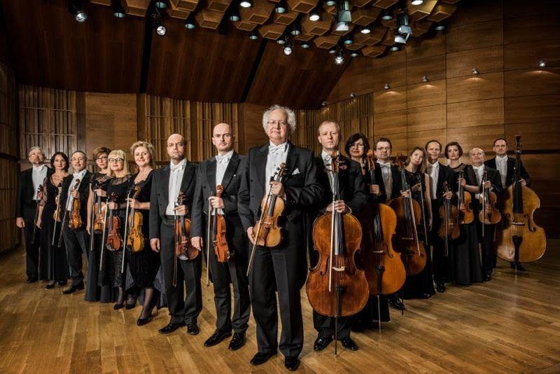 Krzysztof Jakowicz. Orkiestra Kameralna Filharmonii Narodowej (źródło: materiały prasowe organizatora)