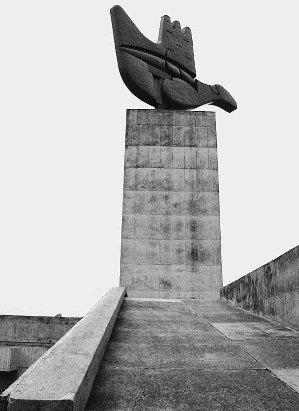 Le Corbusier, Pomnik otwartej ręki w Czandigarh, Indie, fot. Bartosz Haduch (źródło: materiały prasowe organizatora)