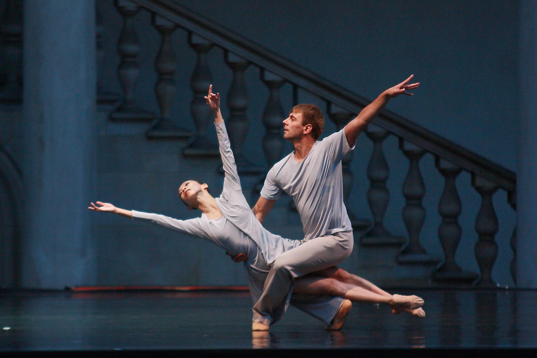 """Gala baletowa, """"Grand pas...!"""", na zdj. Mizuki Kurosawa i Yauheni Yatskevich, fot. Victor Korpusenko (źródło: materiały prasowe organizatora)"""