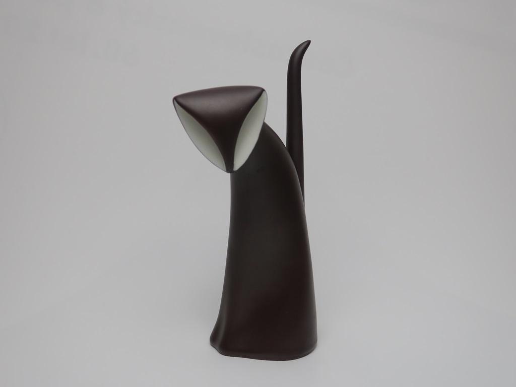 """Figurka """"Kocię"""", proj. Jaroslav Ježek, Karlovarský porcelán–Duchcov, 1962 (źródło: materiały prasowe organizatora)"""