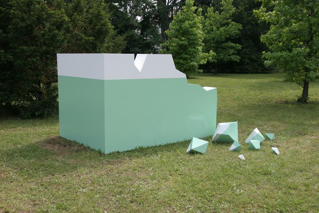"Monika Sosnowska, ""Ruiny"", 2005 (źródło: materiały prasowe organizatora)"