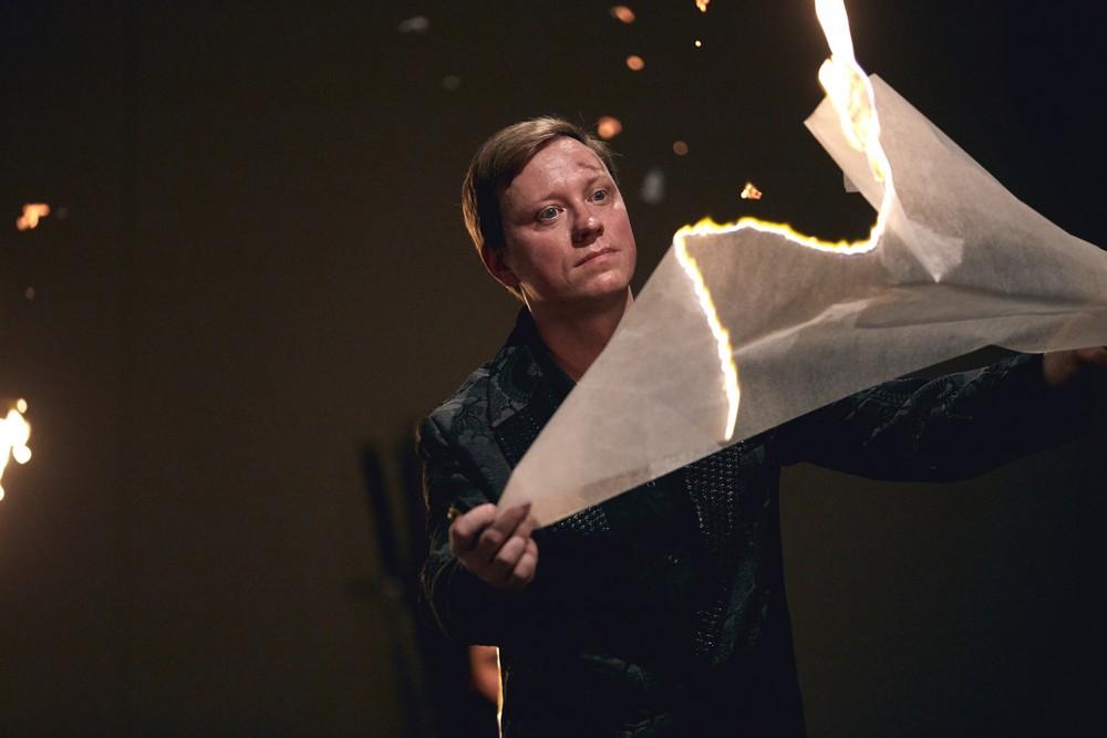 """""""Hamlet – komentarz"""", reż. Grzegorz Bral, fot. Mateusz Bral (źródło: materiały prasowe teatru)"""