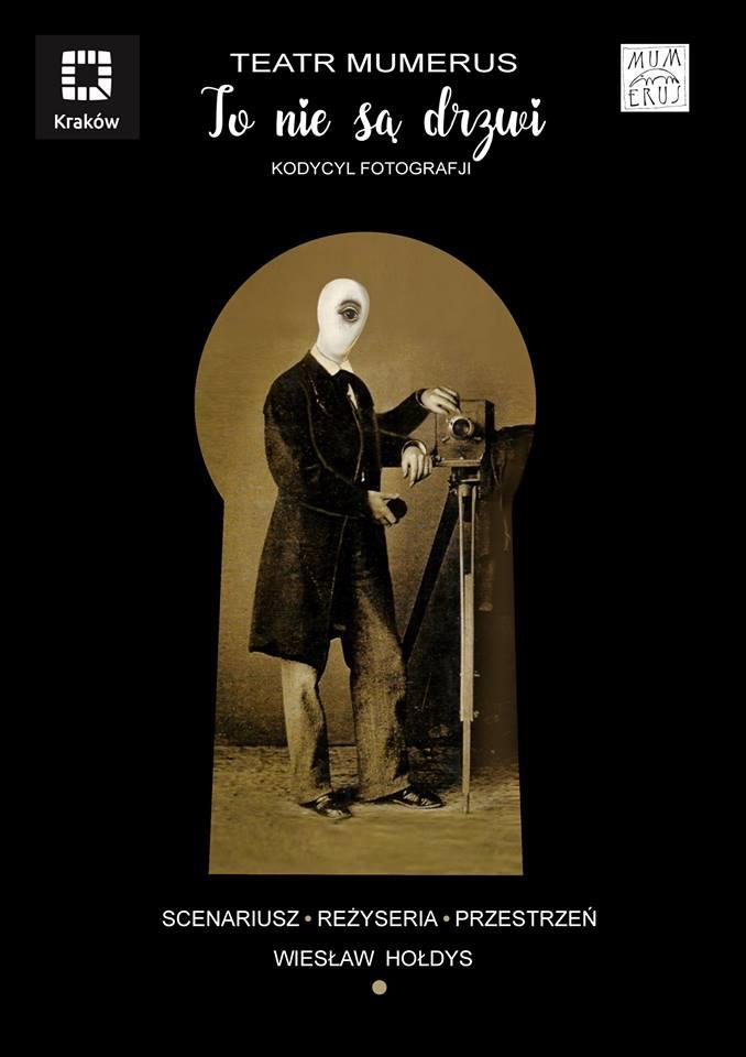 """""""To nie są drzwi. Kodycel fotografji"""", reż. Wiesław Hołdys (źródło: materiały prasowe teatru)"""