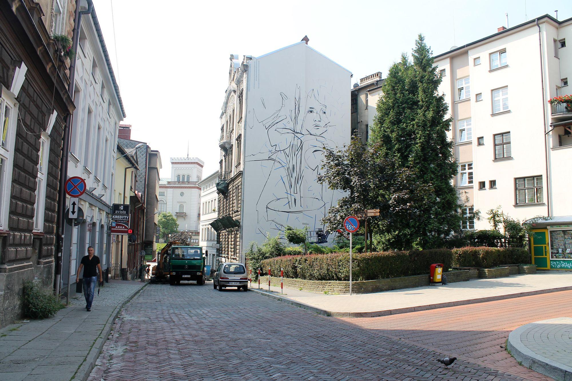 Realizacja muralu Bezta, ul Mickiewicza w Bielsku-Białej, fot. Justyna Łabądź (źródło: materiały prasowe organizatora)