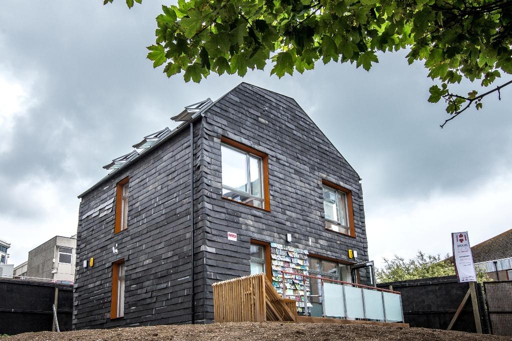 Dom z Brighton wybudowany całkowicie z opadów (źródło: materiały prasowe organizatora)