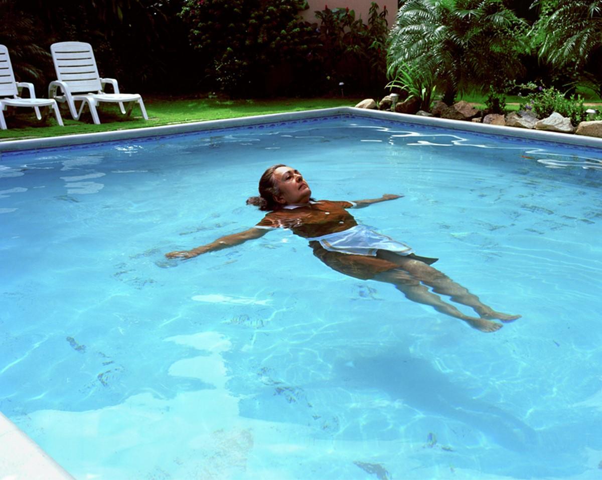 """Rachelle Mozman Solano, """"Basen"""", z cyklu """"Dom kobiet"""", 2011. Dzięki uprzejmości artystki (źródło: materiały prasowe organizatora)"""