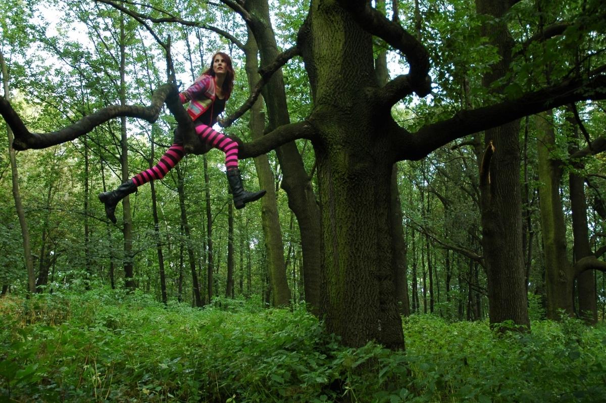 """Cecylia Malik,""""319. drzewo, jesion, 9.8.2010, za Kopcem Kościuszki""""z serii""""365 drzew"""", 2009–2010, fotografia, courtesy C. Malik (źródło: materiały prasowe organizatora)"""