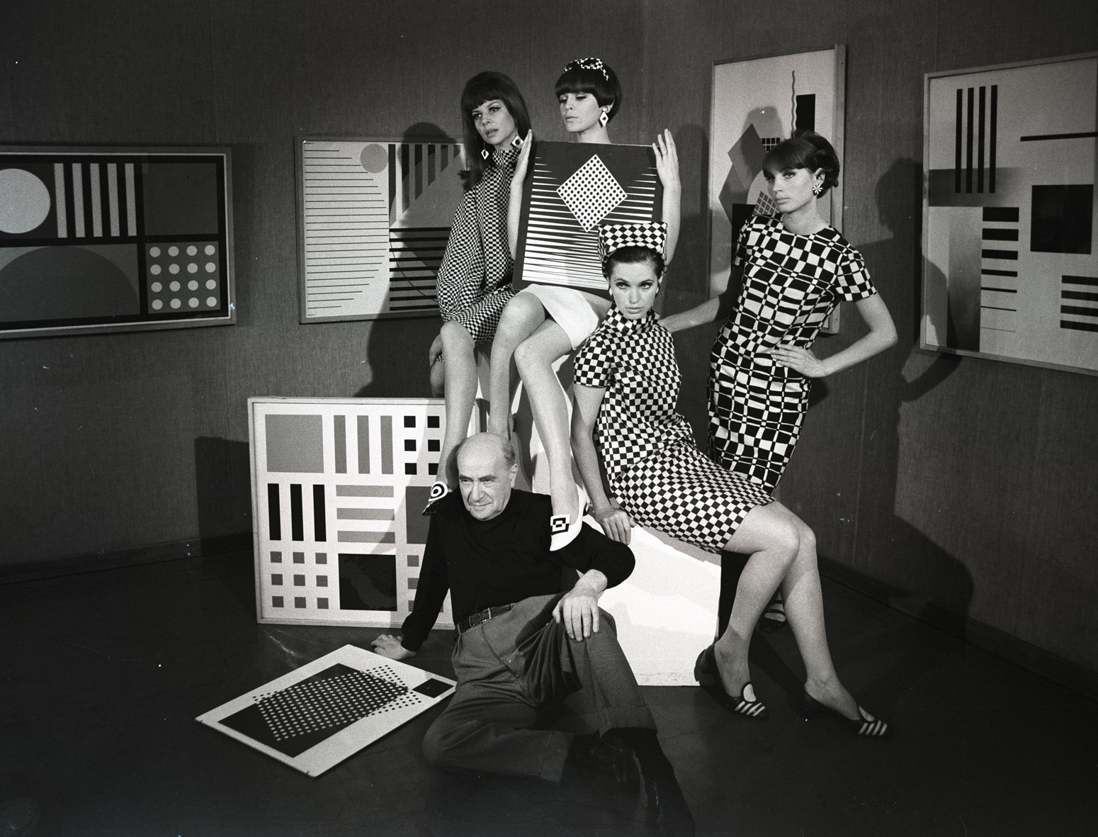 "Edward Hartwig, ""Henryk Berlewi – Modelki"", 1962, Moonblinx Gallery, c Sebastian Gaiser (źródło: materiały prasowe organizatora)"