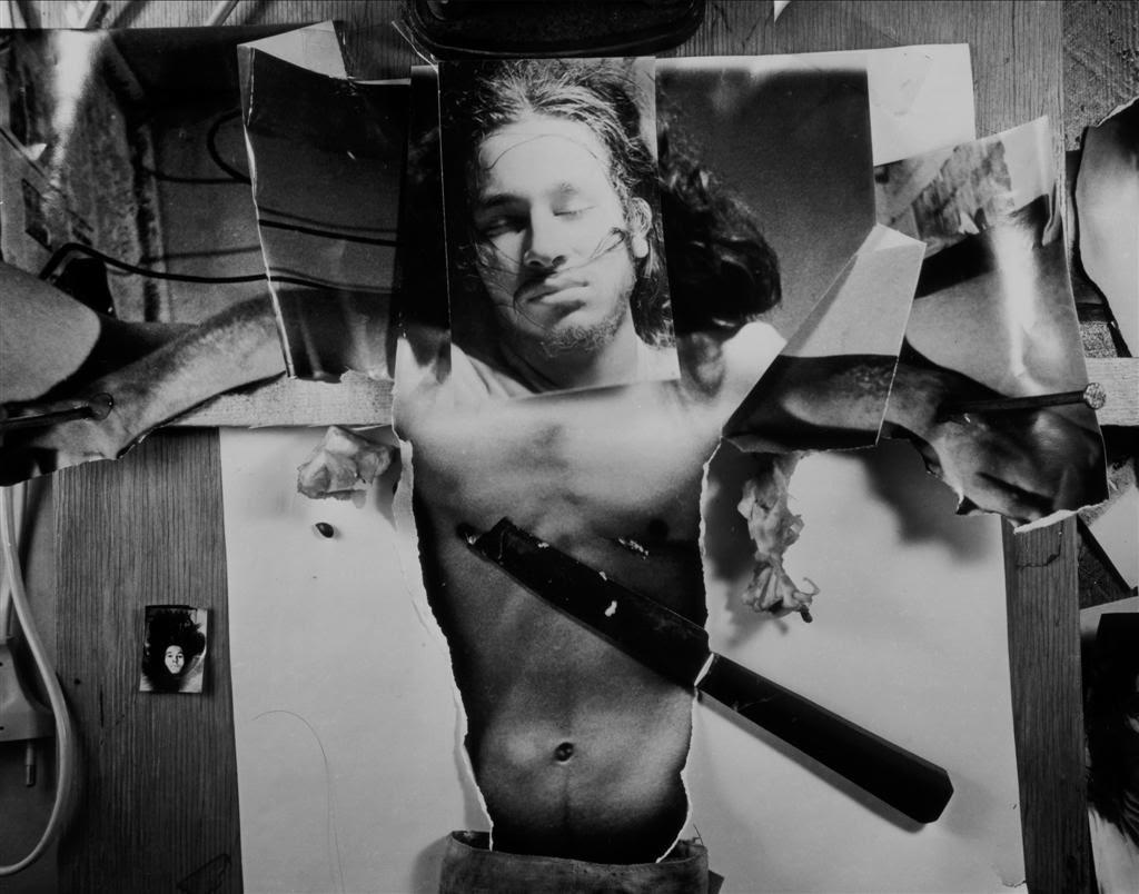 """""""Autoukrzyżowanie"""", 1973, performance w Galerii Jednej Osoby, Wrocław, fotografia (źródło: materiały prasowe organizatora)"""