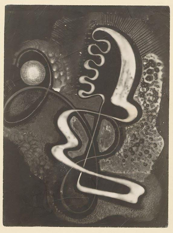 """Karol Hiller, """"Kompozycja"""", ok. 1928–1929, heliografia, papier fotograficzny, olej, płótno (źródło: materiały prasowe organizatora)"""