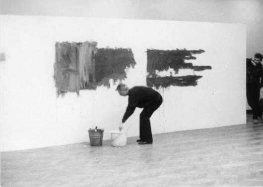 """Jan Świdziński, """"Zamazywanie"""", 1983, fot. Andrzej Polakowski (źródło: materiały prasowe organizatora)"""