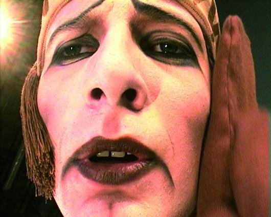 """Katarzyna Kozyra, """"Faces"""", 2006, fragment instalacji wideo (Piotr Czubowicz). Dzięki uprzejmości Fundacji Katarzyny Kozyry (źródło: materiały prasowe organizatora)"""