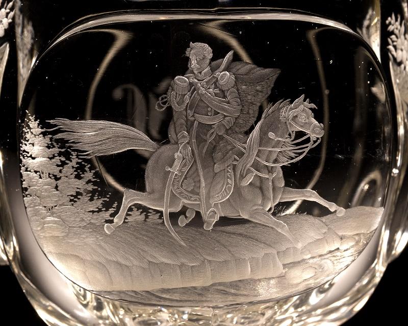 Pucharek ze sceną śmierci księcia Józefa Poniatowskiego (fragment), Czechy, ok. 1840, szkło: Gräfflich Harrahsche Glasfabrik Neuwelt (Nový Svět), dekoracja: Emanuel Hoffmann w Karlsbadzie (Karlowe Wary) (źródło: materiały prasowe organizatora)