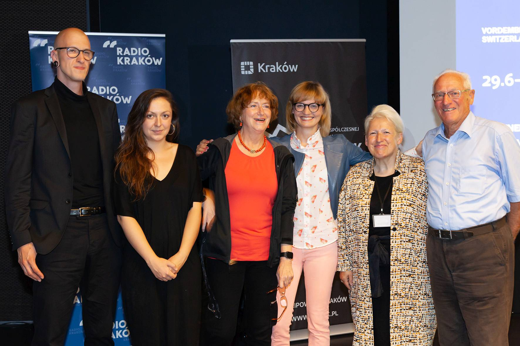 Nagroda Fundacji Vordemberge-Gildewart, Na zdjęciu od lewej: Maciej Cholewa, Diana Lelonek, Maria Anna Potocka, Delfina Jałowik, Arta Valstar-Verhoff, Egon Bruhin, fot. Rafał Sosin (źródło: materiały prasowe organizatora)