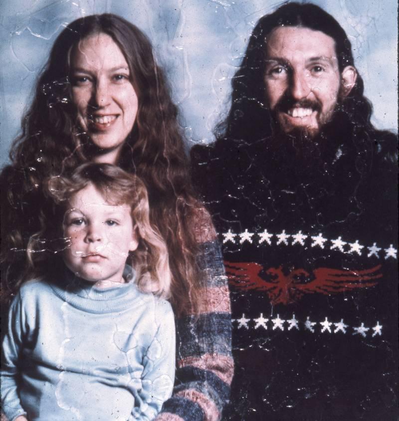 """Jacqueline Livingston, """"Plastikowa rodzina"""", początek lat 70. XX w., fot. © Leo Brissette (źródło: materiały prasowe organizatora)"""