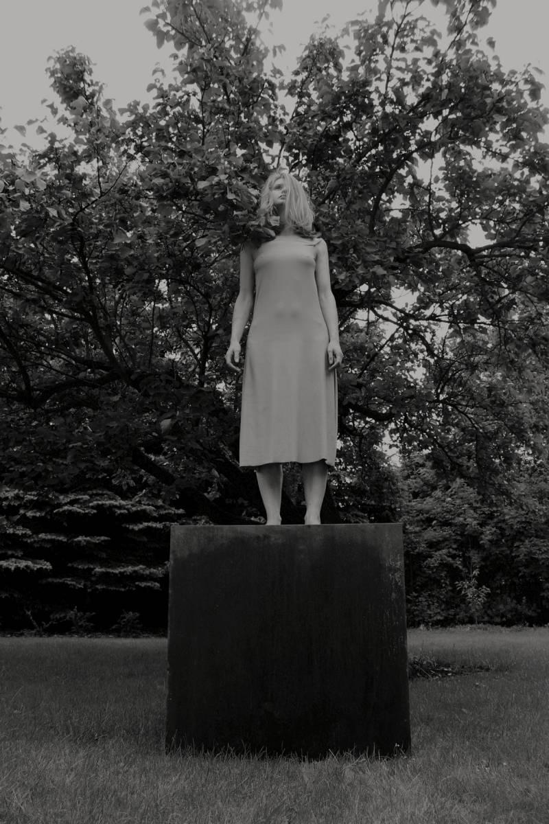 """Beata Szczepaniak, """"Szczyt I"""", 2015 10x15cm fotografia, fot. Sylwia Kuźnik (źródło: materiały prasowe organizatora)"""