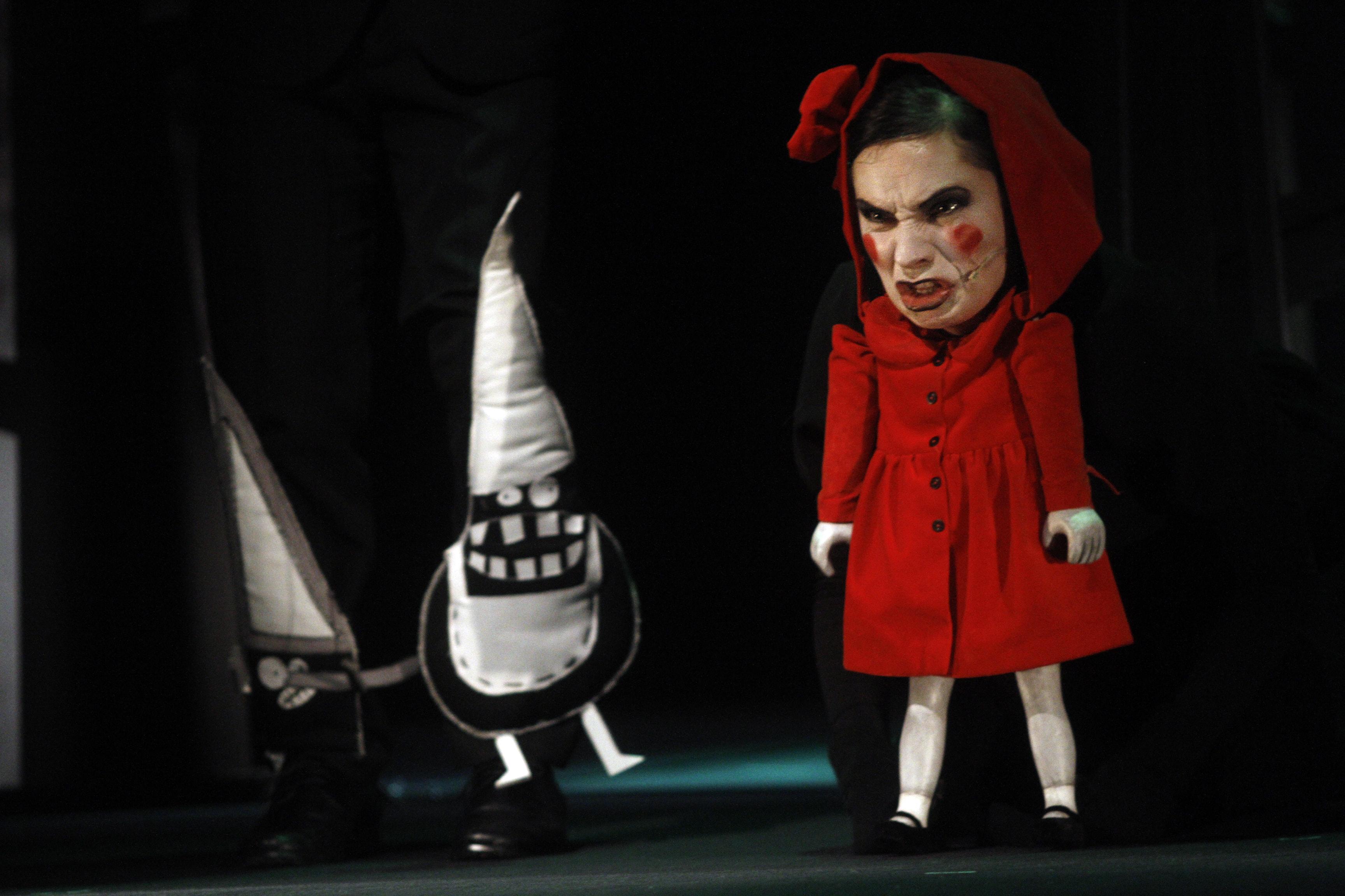 """""""Czerwony Kapturek"""", reż. Jan Połoński, Teatr Lalki i Aktora w Wałbrzychu (źródło: materiały prasowe organizatora)"""