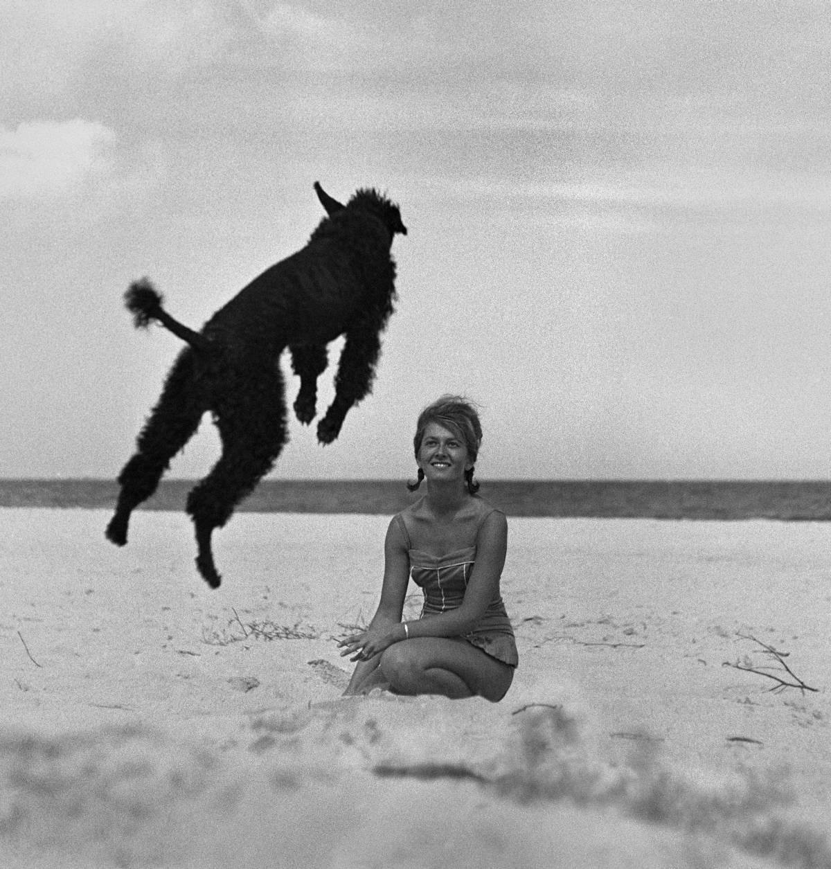 """Fot. Wojciech Plewiński, z serii """"Dziewczyny"""" 1959 (źródło: materiały prasowe organizatora)"""