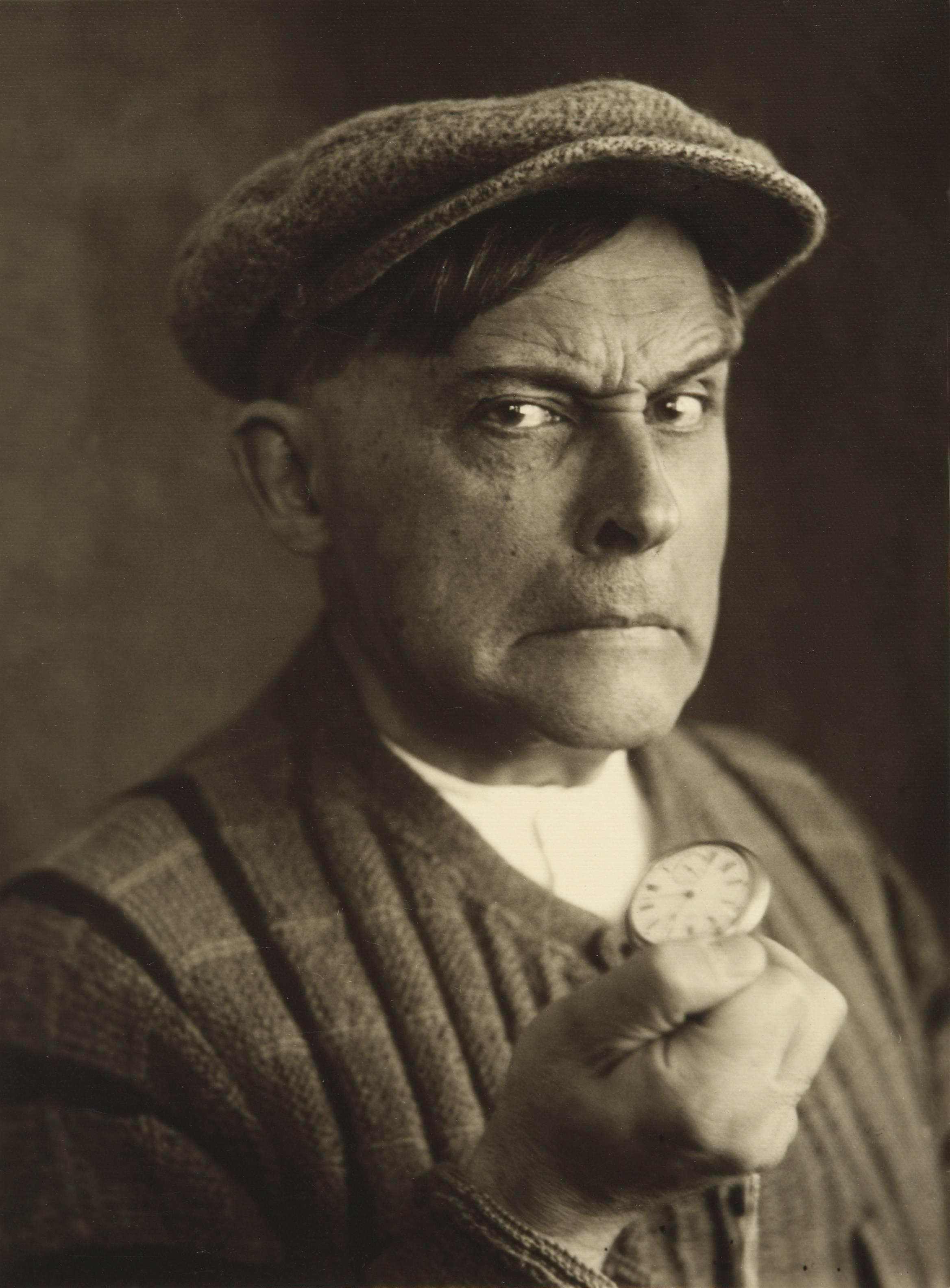 """Stanisław Ignacy Witkiewicz, """"Groźny bandyta"""", 1931, fotografia, 11,7 × 8,5 cm, courtesy Muzeum Tatrzańskie w Zakopanem (źródło: materiały organizatora)"""