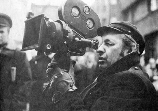 """Andrzej Wajda na planie """"Ziemi Obiecanej"""", 1974 (źródło: wikimedia commons)"""