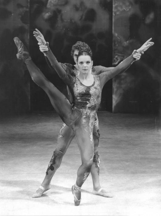 """Ewa Wycichowska, """"Ognisty ptak"""", fot. Ch. Zieliński (źródło: materiały prasowe teatru)"""