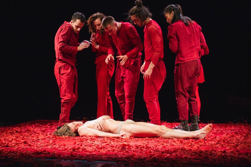"""Izadora Weiss, """"Eurydyka w piekle"""", Biały teatr Tańca Izadory Weiss (źródło: materiały prasowe teatru)"""