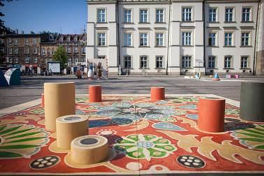 """Plac Wolnica, """"Kto to wie(ś)? gra z tradycją / gra z wyobraźnią"""", Muzeum Etnograficzne w Krakowie (źródło: materiały prasowe organizatora)"""