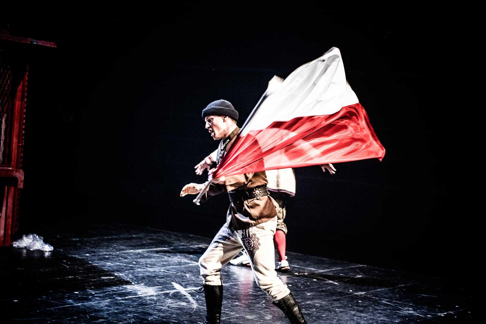 """""""W OGIEŃ!"""", reż. W. Klemm, Teatr im. J. Słowackiego w Krakowie (źródło: materiały prasowe organizatora)"""
