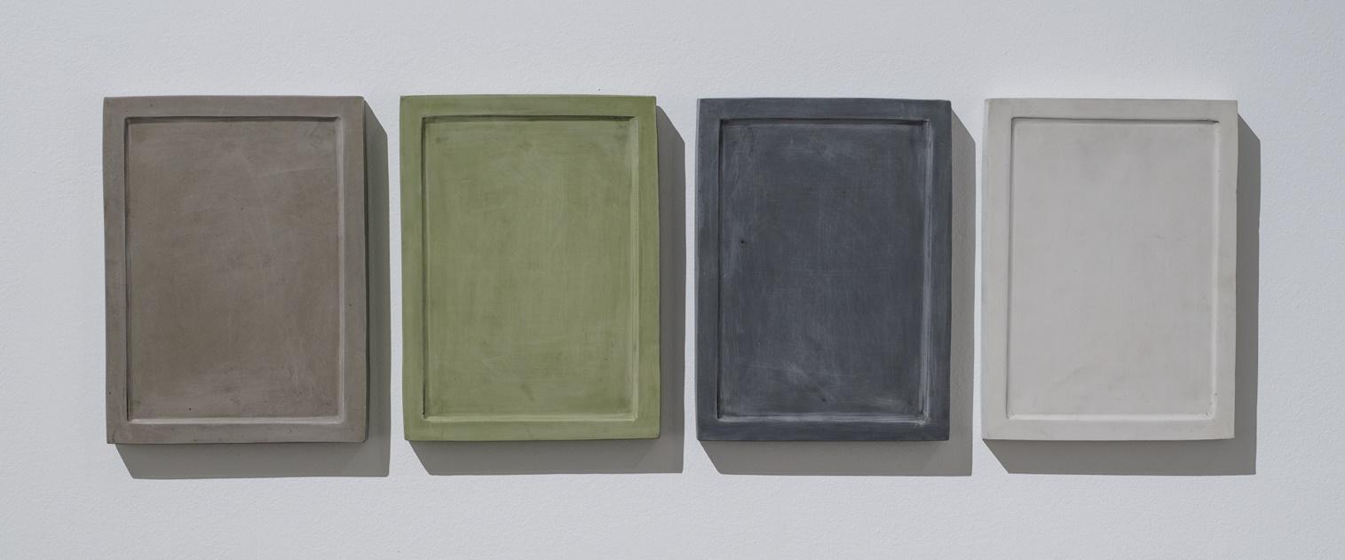 """Yane Calvoski, """"Skompresowane minimum"""", 2016-2017, kauczuk syntentyczny, organiczny pigment, metal; fot. Damir Zizic / fot. dzięki uprzejmości artystki i Zak/ Branicka Gallery (źródło: materiały prasowe organizatora)"""