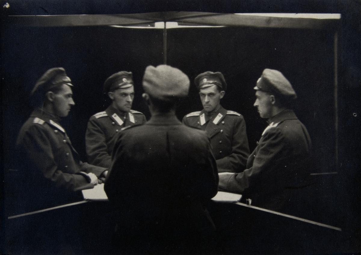 """Stanisław Ignacy Witkiewicz, """"Portret wielokrotny"""", ok. 1917, Muzeum Sztuki w Łodzi (źródło: materiały prasowe organizatora)"""