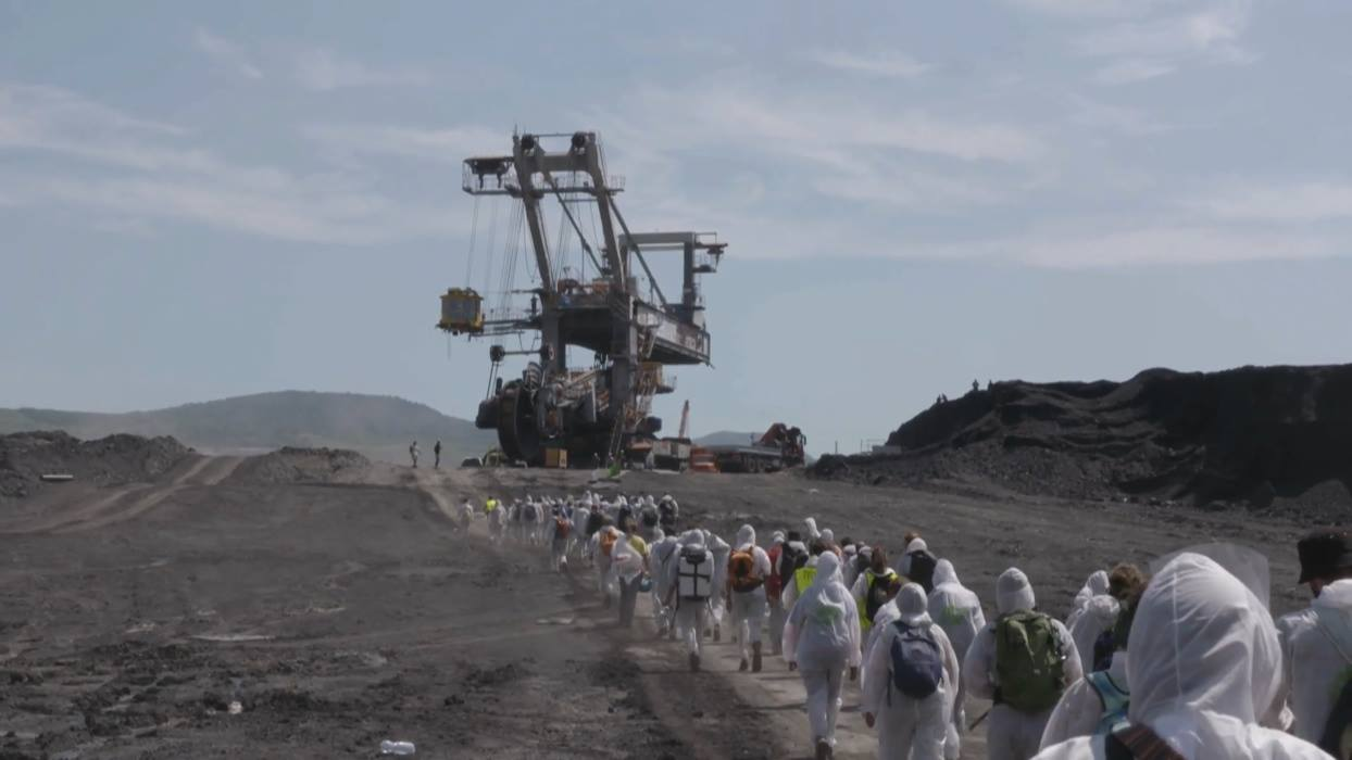 "Vladimir Turner, ""Behind the Fossil Curtain"", 2018, kadr z wideo (źródło: materiały prasowe organizatora)"
