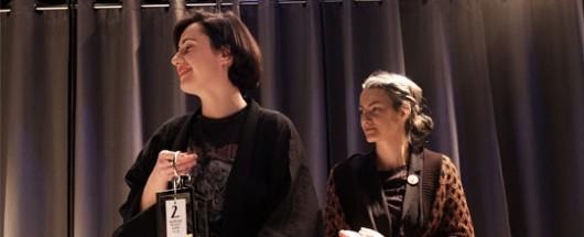 Od lewej: Ania Nowak, laureatka Drugiej Nagrody i Karolina Babińska, laureatka Nagrody Głównej Project Room 2018, fot. Bartosz Górka (źródło: materiały prasowe organizatora)