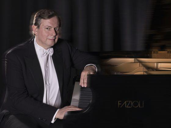 Krzysztof Jabłoński, fot. Claire Chen. W programie utwory F. Chopina i F. Liszta (źródło: materiały prasowe organizatora)