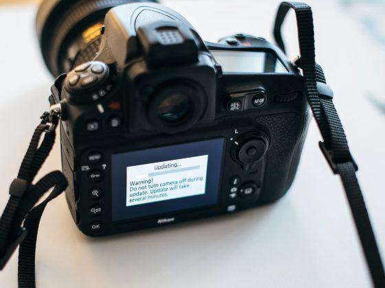 Bezlusterkowiec czy lustrzanka - jaki aparat fotograficzny wybrać?