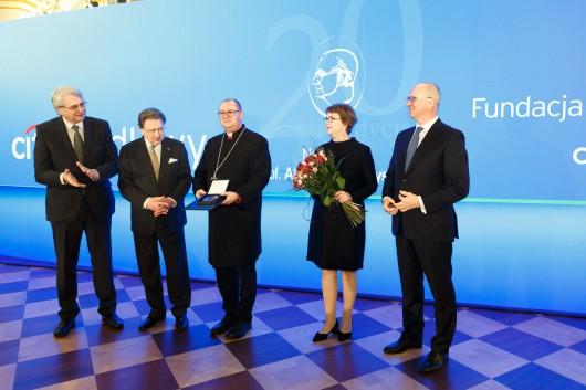 XX Gala Nagrody Gieysztora - od prawej Sławomir S. Sikora, Bożena Pytel, ks. b. Waldemar Pytel, prof. A. Rottermund, prof. J. Purchla (źródło: materiały prasowe)