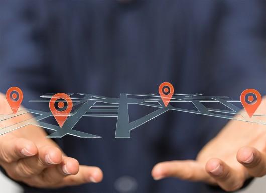 Zegarek, brelok czy komórka? Jaki lokalizator GPS dla dziecka? (źródło: materiał reklamodawcy)