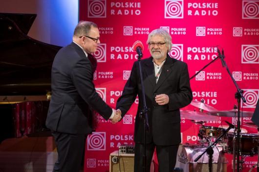 Marek Mądrzejewski z nagrodą Rady Programowej Polskiego Radia (źródło: materiały prasowe)