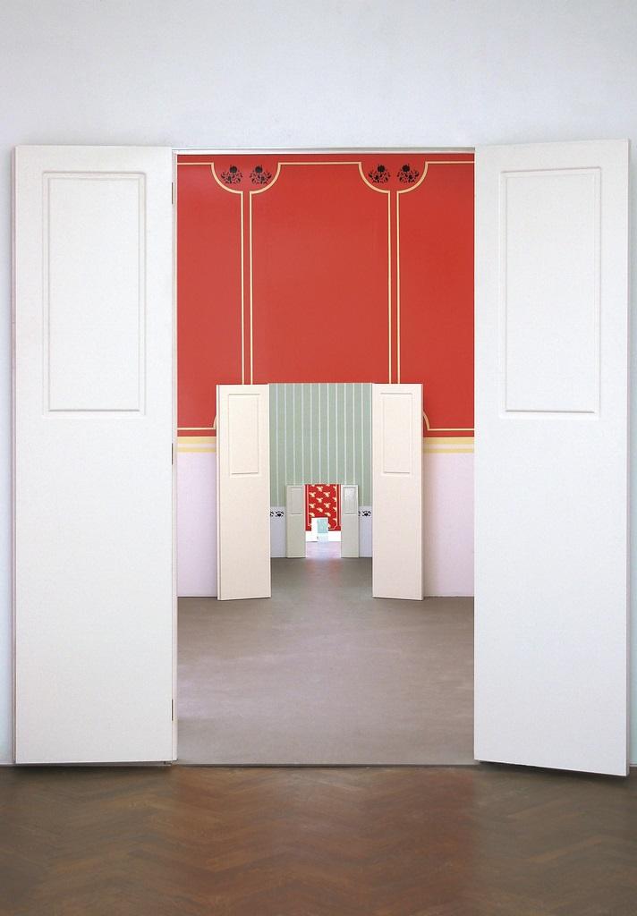 Monika Sosnowska, Mała Alicja, 2001, instalacja (źródło: materiały prasowe)