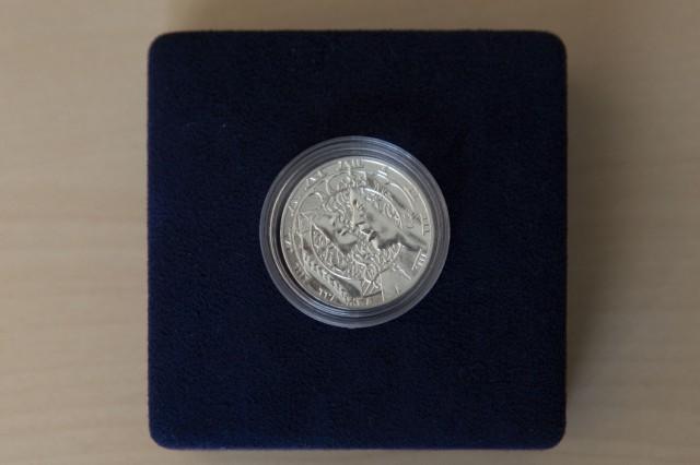 Awers medalu z Moniuszką (źródło: materiały prasowe)