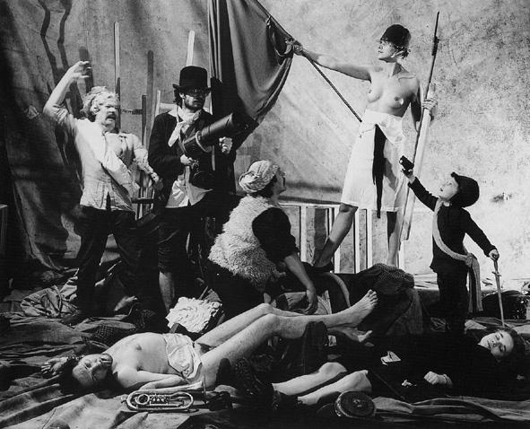 Łódź Kaliska, fotografia inscenizowa wg obrazu E. Delacroix Wolność wiodąca lud na barykady, 1988, fot. Archiwum Łódź Kaliska