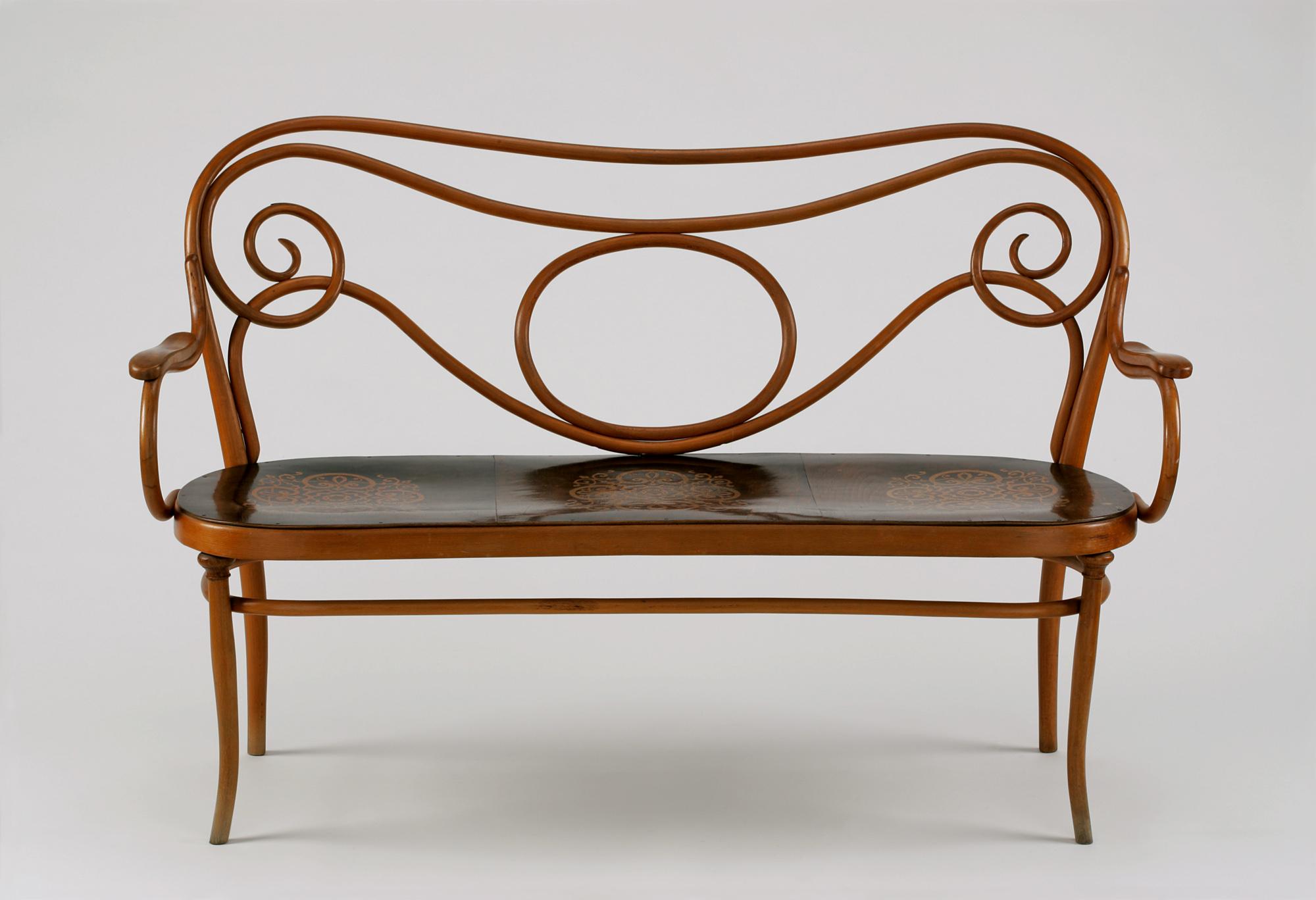 """""""Ława"""", Thonet, 1905–1907, gięte drewno bukowe, intarsja"""