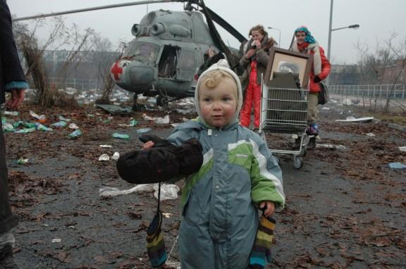 """Zbigniew Libera """"Wyjście ludzi z miast"""", dokumentacja z planu filmowego, 2009"""