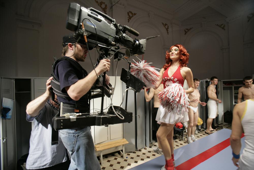 Katarzyna Kozyra w trakcie zdjęć do Cheerleaderki, fot. Oliva Soto